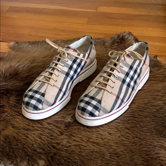 used burberry shoes